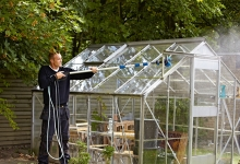 ROOF_CLEANER_GREENHOUSE